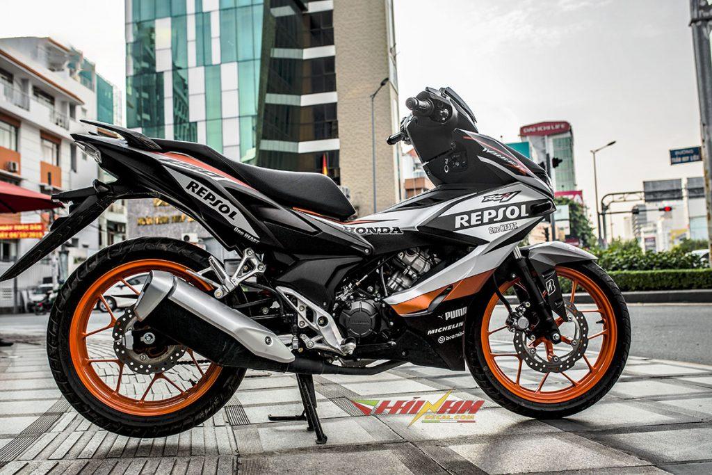 Tem Trùm Winner X Cam Bạc Đen Repsol